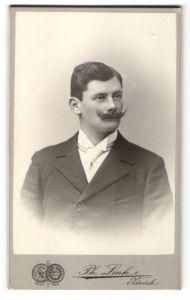 Fotografie Ph. Zink, Zürich, Portrait junger Herr mit Oberlippenbart