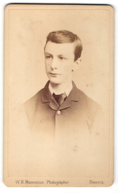 Fotografie W. H. Midwinter, Bristol, Portrait Knabe in Anzug