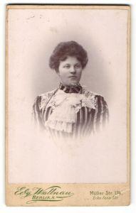 Fotografie Edg. Wallnau, Berlin-N, Portrait junge bürgerliche Dame