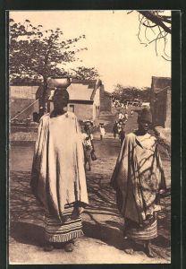 AK Burkina Faso, Zwei Frauen in Traditioneller Kleidung