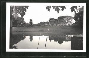 AK Bangladesch, Tempel spiegelt sich im Wasser
