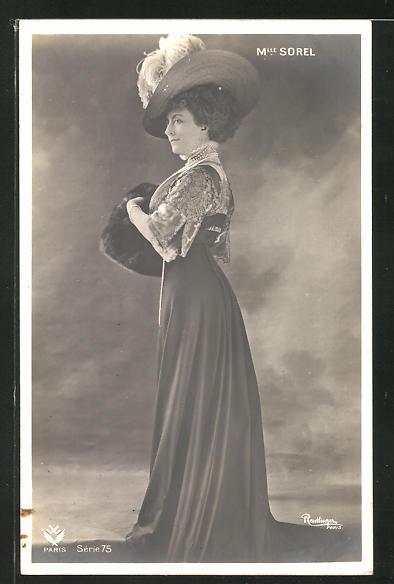 Foto-AK Atelier Reutlinger, Paris: Mlle. Sorel im eleganten Kleid mit Muff und Hut