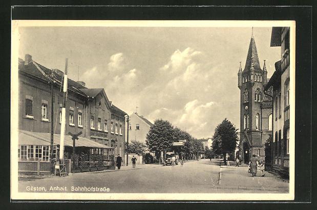 AK Güsten / Anhalt, Bahnhofstrasse mit Shell-Tankstelle und Hotel Deutsches Haus 0