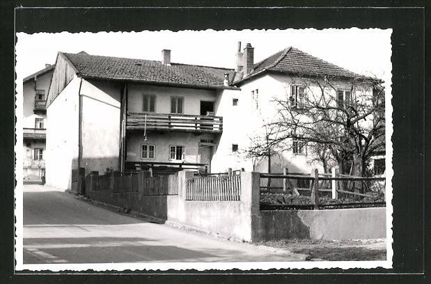 Foto-AK Schnaitsee, Strassenpartie mit Gebäudeansicht