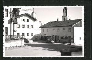 Foto-AK Schnaitsee, Ortspartie mit Gebäudeansicht und Autos, VW-Käfer