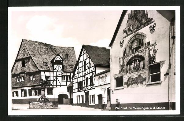 AK Winningen a. d. Mosel, Strassenpartie mit Weinhof Weinhexenhaus und Weinbrunnen