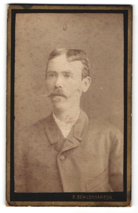 Fotografie F. Schlossareck, Wien, Portrait junger herr mit zeitgenöss. Frisur
