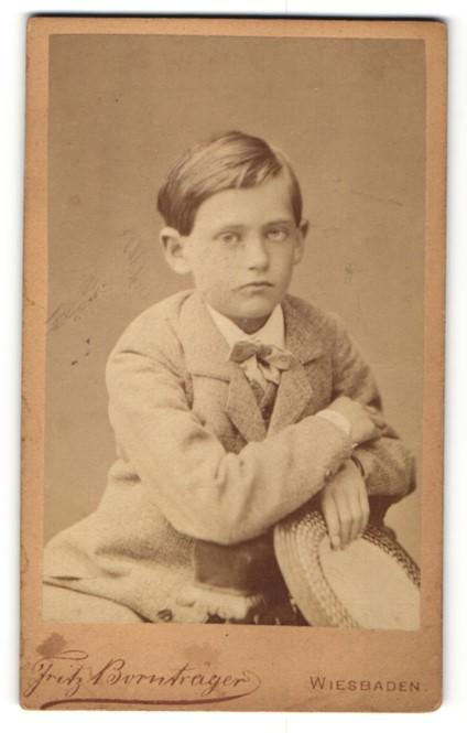 Fotografie Fritz Bornträger, Wiesbaden, Portrait Bub in Anzug