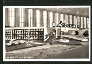 AK Berlin, Grüne Woche Berlin 1958, Deutschland-Halle mit Deko, Ausstellung