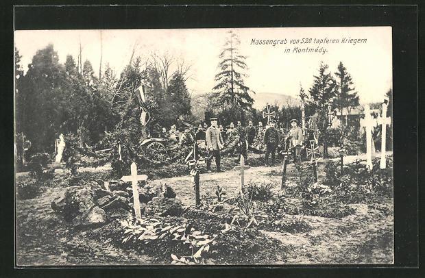 AK Montmédy, Soldaten vor Kriegsgräbern
