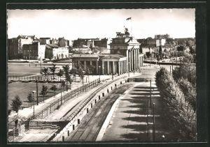 AK Berlin, Brandenburger Tor mit Mauer, Grenze