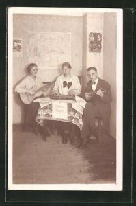 AK junge Gruppe musiziert mit Gitarre und Zither
