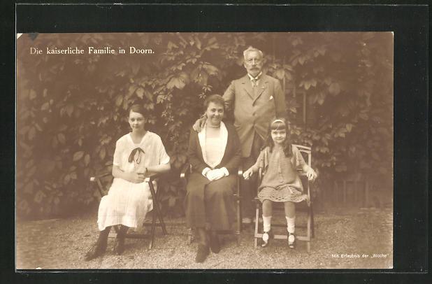 AK Die kaiserliche Familie in Doorn, Hermine, Kaiser Wilhelm II., Reuss