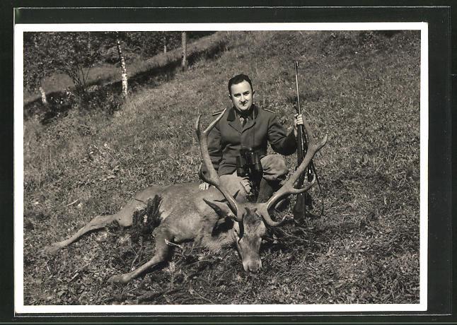 AK Jäger mit erlegtem Hirsch