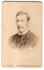 Fotografie A. & G. Taylor, London, Portrait Herr in Anzug