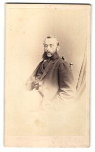 Fotografie J. W. Pickering, Birmingham, Mann mit stattlichem Backenbart