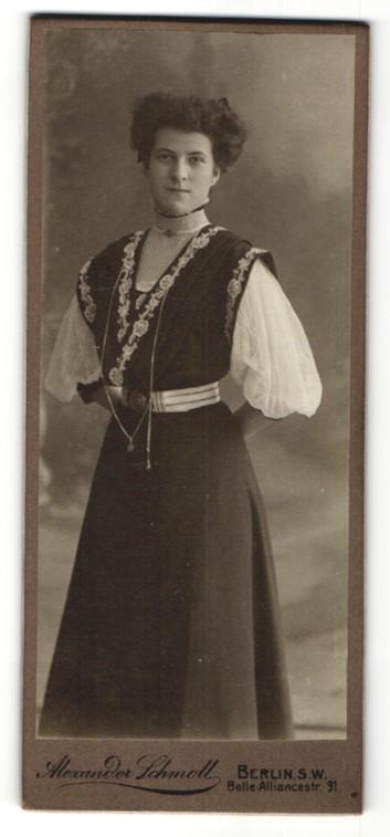 Fotografie Alexander Schmoll, Berlin-SW, Portrait junge Dame mit Hochsteckfrisur