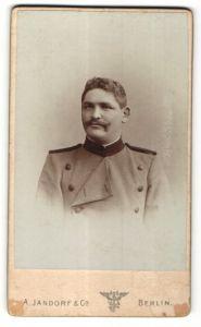 Fotografie A. Jandorf & Co., Berlin, Portrait Mann in Dienstkleidung