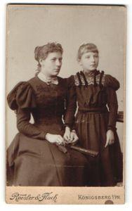 Fotografie Roesler & Flach, Königsberg i/Pr, Portrait Mädchen junge junge Frau in zeitgenöss. Garderobe