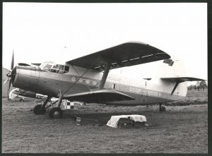 Fotografie Flugzeug Antonov AN-2 Doppeldecker, Kennung: CCCP-05904, Grossformat 28 x 21cm