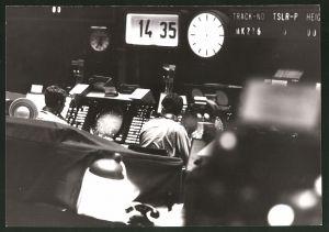 Fotografie Luftraumüberwachung, Fluglotsen bei der Arbeit