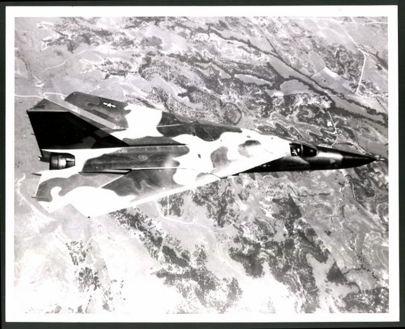 Fotografie Flugzeug General Dynamics, Experimental-Flugzeug über Fort Worth, Grossformat 25 x 20cm