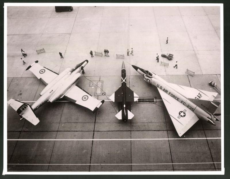 Fotografie Flugzeug Kampfjet's der USAF & der kanadischen Luftwaffe nebst Experimental-Flugzeug
