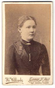 Fotografie H. Wittrock, Hamburg-St. Pauli, Portrait Fräulein mit zusammengebundenem Haar