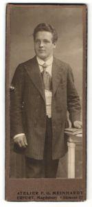 Fotografie F. G. Meinhardt, Erfurt, Portrait junger Herr in eleganter Garderobe