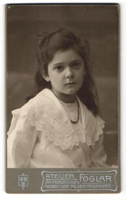 Fotografie Atelier Foglar, Liegnitz, Portrait Mädchen mit zusammengebundenem Haar