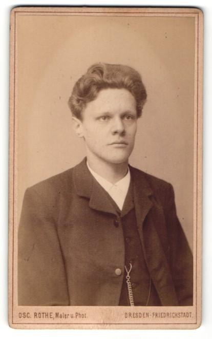 Fotografie Osc. Rothe, Dresden-Friedrichstadt junger Mann mit zeitgenöss. Frisur