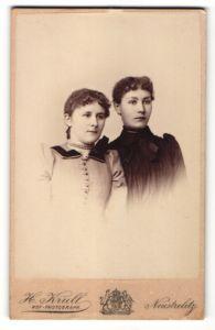 Fotografie H. Krull, Neustrelitz, Portrait zwei junge Frauen