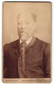 Fotografie A. & G. Taylor, Sheffield, Portrait Herr in Anzug
