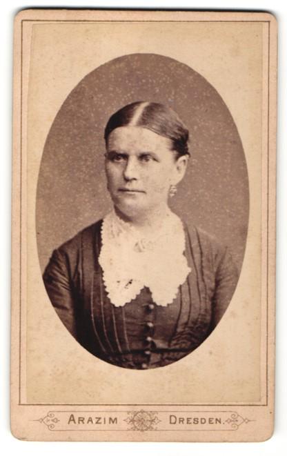Fotografie Arazim, Dresden, Portrait Dame mit zusammengebundenem Haar