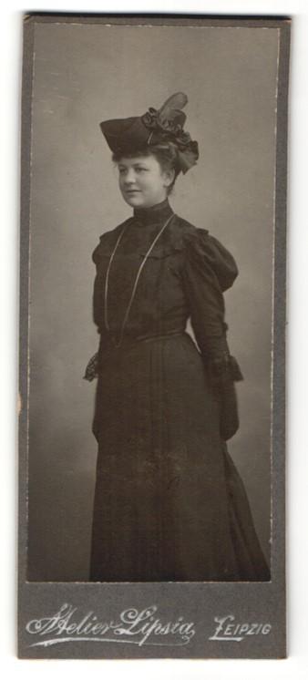 Fotografie Atelier Lipsia, Leipzig, Portrait junge Dame mit modischem Hut