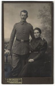 Fotografie E. Neumann, Metz, Portrait Soldat in Feldgrau mit Gattin