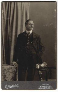 Fotografie E. Kintschel, Wien, Portrait gutbürgerlicher junger Herr