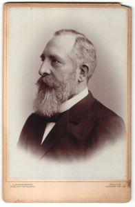 Fotografie J. C. Schaarwächter, Berlin-W, Portrait Herr mit Vollbart