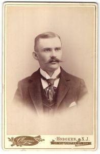 Fotografie C. Magnus, Hoboken, NJ, Portrait junger Herr mit Oberlippenbart