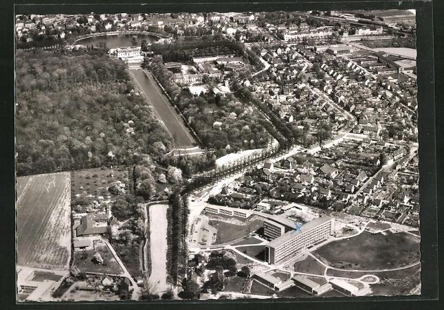 AK Düsseldorf-Benrath, Städt. Krankenhaus mit Blick zum Schloss, Luftaufnahme