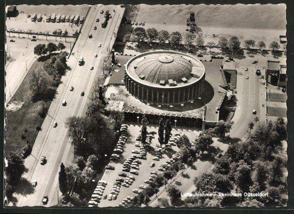 AK Düsseldorf, Rheinhalle mit Auffahrt zur Oberkasseler Brücke, Luftaufnahme