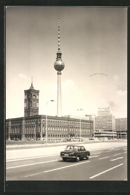 AK Berlin, Rotes Rathaus mit Fernseh- und UKW-Turm der Deutschen Post Berlin