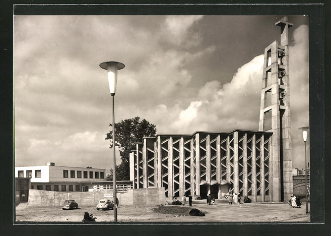AK Berlin / Hansaviertel, Partie an der kath. Kirche St. Ansgar, Gesamtansicht mit Nebengebäucen