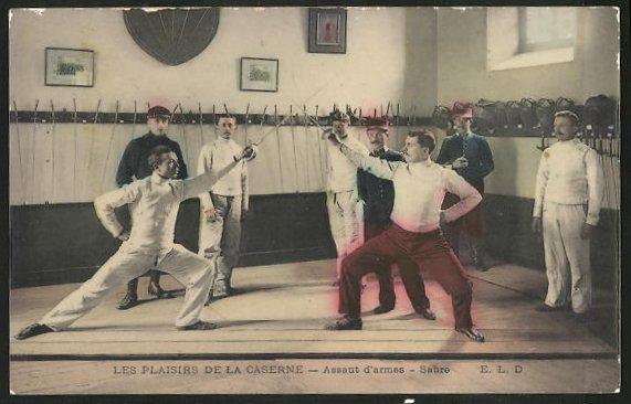 AK Männer beim Fechten in der Kaserne