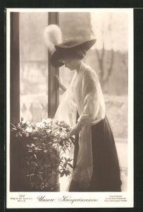 AK Kronprinzessin Cecilie der jungen Kronprinzessin Cecilie mit Hut und Schultertuch