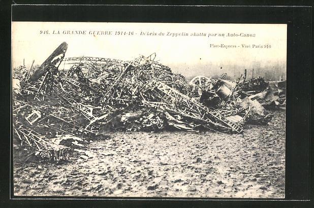 AK Trümmer eines abgeschossenen Zeppelins