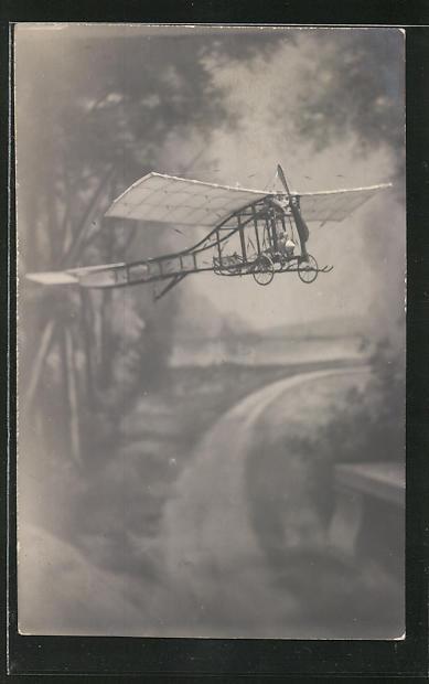 AK Flugzeug über einem Waldweg
