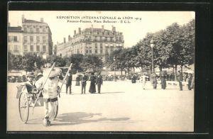 AK Lyon, Exposition Internationale 1914, Pousse-Pousses, Place Bellecour, Rikscha