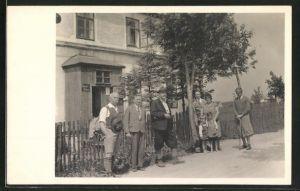 Foto-AK Mauern, Einwohner vor der Gemeinde-Bäckerei
