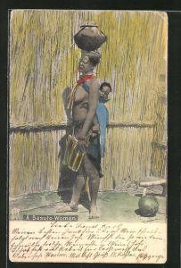 AK afrikanische nackte Frau mit Kind auf dem Rücken und Tongefäss auf dem Kopf,